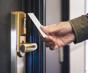 installateur-systeme-contrôle-d-accès-locaux-professionnels-lecteur-de-badges-cles-intelligentes-biometrie-paves-numeriques-pays-de-loire-bretagne-5